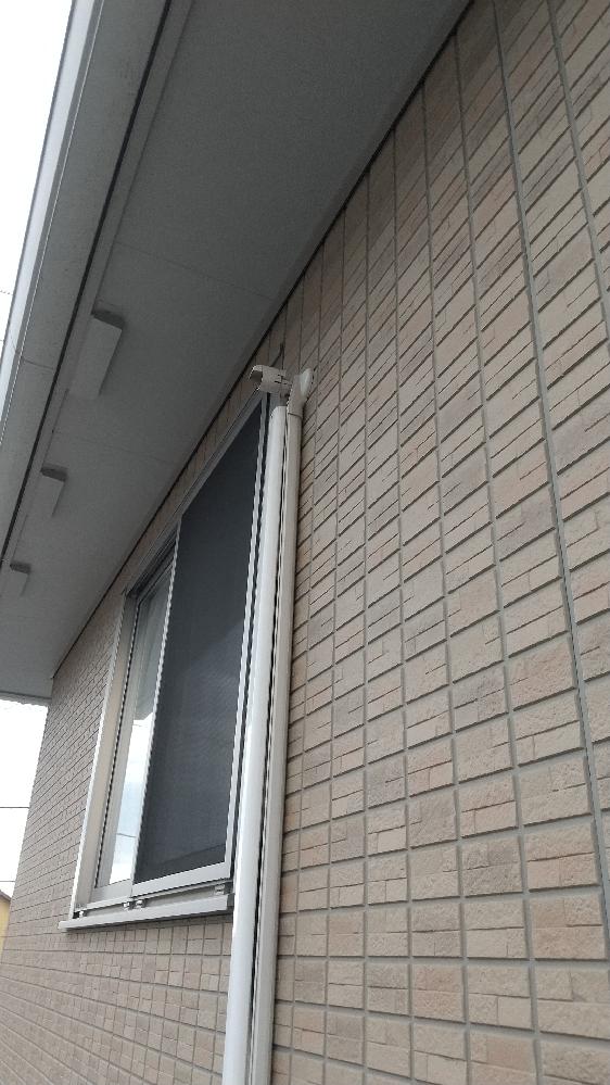 エアコンの室外機カバーについて 画像の状態は正常でしょうか。