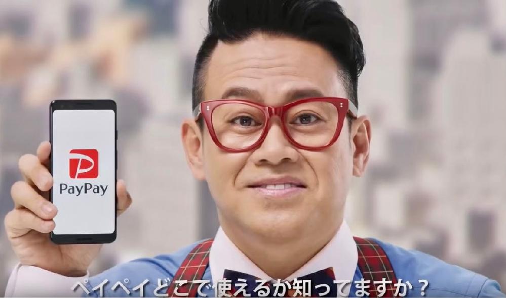 このメガネの男性のお名前を教えてください。