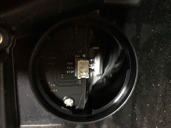 c27セレナ前期e-POWERのテールランプで 下の画像に合うカプラーを探してます。 どなたか知っている方がいたら教えて下さい。