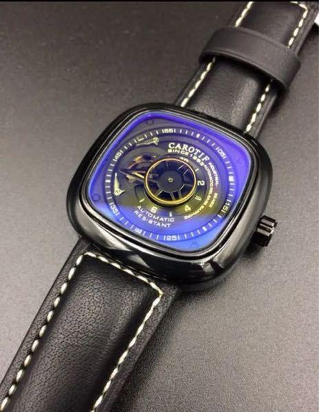 時計好きな方に質問です。 私は写真のような正方形のフォルムの腕時計が好きみたいなのですが、他にも同じ系統のおすすめの腕時計が有れば教えてください。