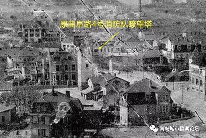 消防队瞭望塔。位于观象山的望火楼曾是老青岛心中一座难忘的城市坐标。 不过,据文史学者考证,其实在德占青岛时期,真正的望火楼就是曲阜路浙江路路口东南角,现在消防队的驻地,那片地块从德租时期就是消防队驻地,并附有一座高塔,可惜原建筑已经全部消失了。 1905年,青岛巡捕局消防队从德国购进一辆双马拉套的蒸汽唧筒车,车上锅炉常燃不熄,遇火灾时靠蒸汽驱动水泵抽水扑救。同期,人力唧筒也用马车拉载,灭火时需用4到8人压动唧筒杠杆抽水。此后又从德国购进马拉手摇升降梯一架,用于登高灭火。この文章を日本語で翻訳して欲しいです、宜しくお願いします。