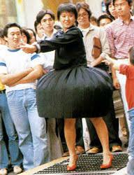 セーラー服と機関銃のシーンですが、なぜスカートがめくれずスカートが膨らむだけだったのですか? スカートにめくれない仕掛けをしてあったのですか?