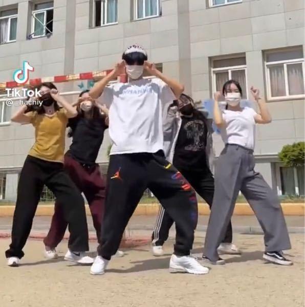 TikTokでこの方たちが踊っている曲はなんていう曲ですか?