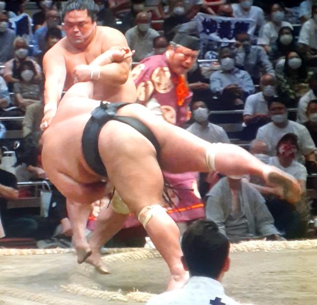 千秋楽に「優勝をかけて照ノ富士と妙義竜を当てなきゃあやだよ、だって緊迫感が全然違うよ(相手が正代じゃあねぇ)」って北の富士さんは、どうしちゃったのですか。