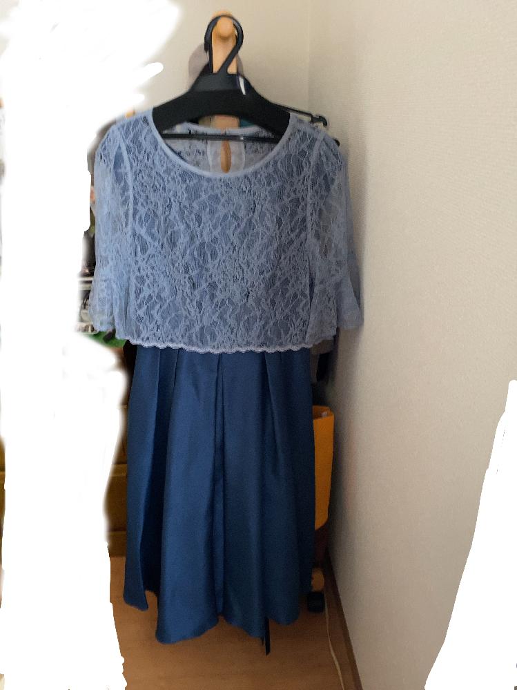 友人の結婚式の服装について。 30歳の女性です。 画像のドレスを持っているのですが、以下の事で悩んでいます。 ①そのまま着てもいいのか。 ②ボレロをしっかりした羽織物に変えるかどうか。 ③ドレス自体を買い替える ご回答お願いします。
