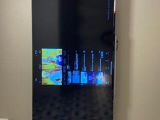 大至急です。 アパホテルで画面ミラーリングしていたらこの画面から動かなくなってしまいました。 カードーキーを抜いてもこのままです。 直し方わかる方いませんか?