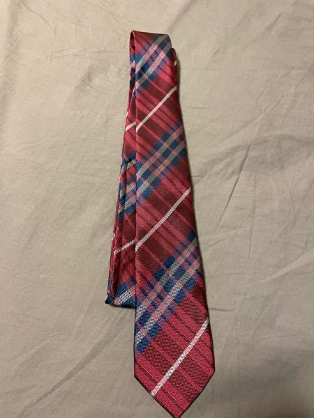 このネクタイで内定式に出席しても大丈夫ですか? 柄が入っていて非常識だと思われますか?