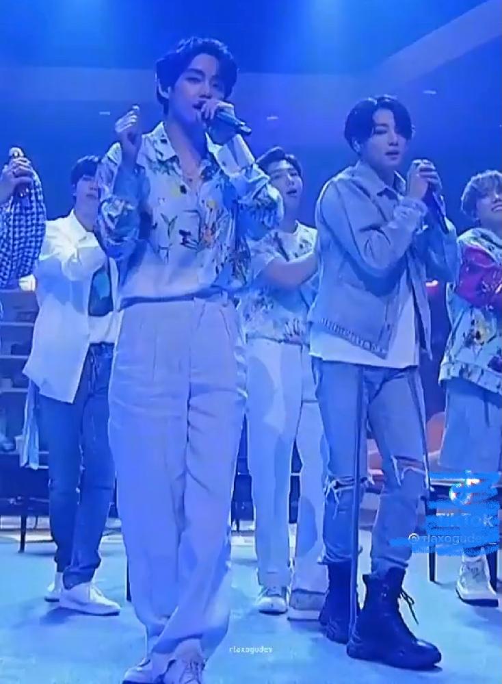 BTSの写真の衣装の時のパフォーマンスはYouTubeにありますか?? ちなみにこれは「Just one day」を歌っています。