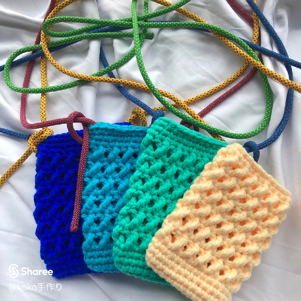 編み物初心者です。 かぎ針編みでこちらを使ってみたいのですが 編み方が載っていませんでした 何編みなのか、編み方など わかる人がいましたら教えてください