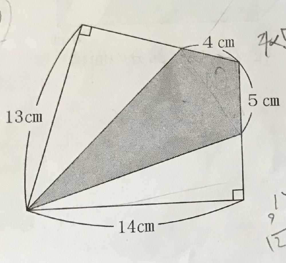 小学6年生の問題です。色のついた部分の面積を求めたいのですが、解き方を教えてください。