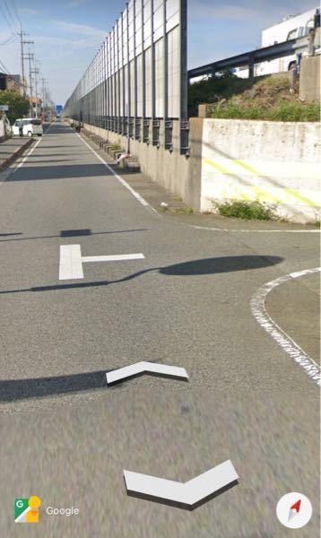 こういうバイパスにあるトンネルから車が来る時って自転車側が止まらないといけないんですか? 向こうから車が出てきていて自転車で車道を走ってたら急に出てきて止まれなくてギリギリ当たりそうになったんですけど、これは当たったら自転車が悪くなるんですか?