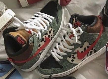 このNIKEの靴の名前を教えてください!
