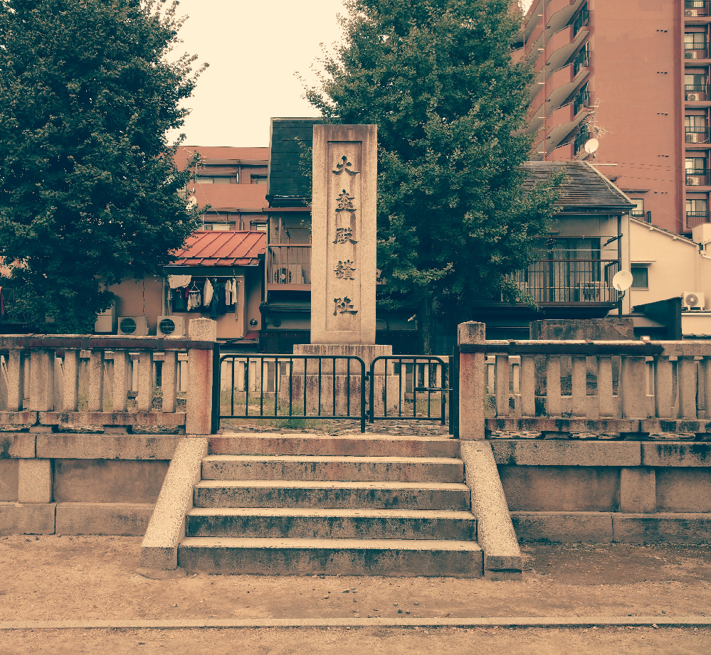 以前、関西へ旅行した時の写真です。 これって誰のお墓ですか?
