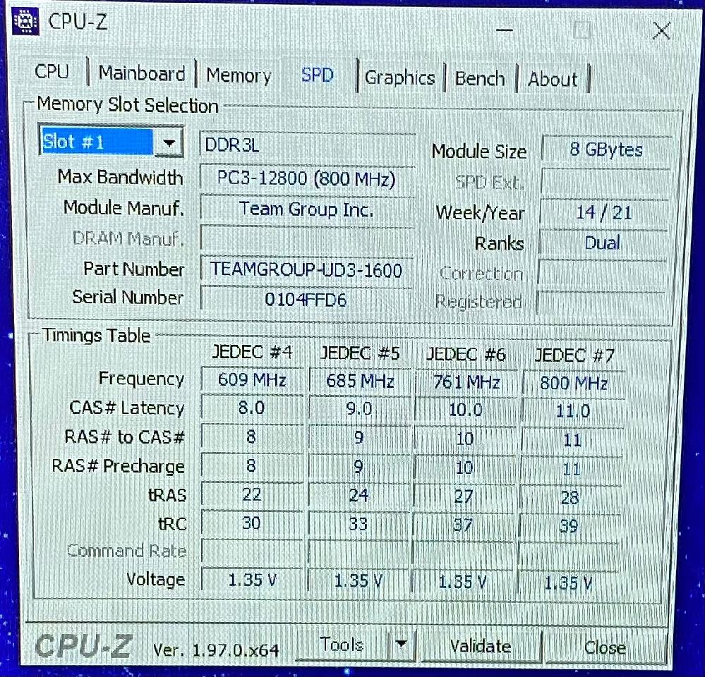 もともとDDR3 1.5vのメモリが付いていたマザーボード(GA-B75M-D3V-JP)にDDR3L? 【パッケージにはDDR3 1.35vとしか書いていなかった】を取り付けたところ、正常に動いてはいるのですが怖いので質問。 メモリはTeam ELITE Long DIMM PC12800 DDR3 1600Mhz 1.35V 8GB こちらを2枚で16gbです。 一応CPU-Zの写真載せておきます。
