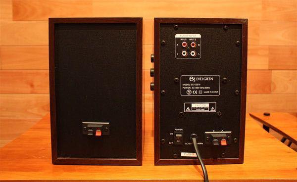 このアンプ内蔵のステレオのスピーカーを買おうか迷っているのですが全く知識がないので接続の方法とか必要な物が分かりません。 テレビの両脇に接続したいと思っています。このスピーカーにBluetoot...