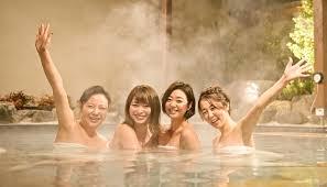 温泉に入るのが好きな女性に質問。 どんなところがお好きですか?
