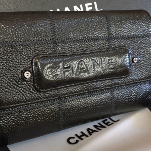 CHANELに詳しい方に質問です。 このお財布の名前を教えて下さい。 よろしくお願いします。