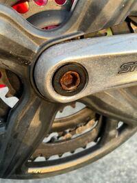 古いマウンテンバイクのクランクのボルトが錆び付いてしまっていて外れません。何か外す方法はありませんか?