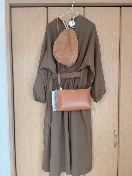 コーデに意見ください! 今週末に神戸に行くんですけどこの服装で大丈夫だと思いますか?ダサいですかね?暑苦しくないでしょうか…? (写真はベレー帽とイヤリングをつけていて、プラスで小さめのネックレスもつける予定です。)