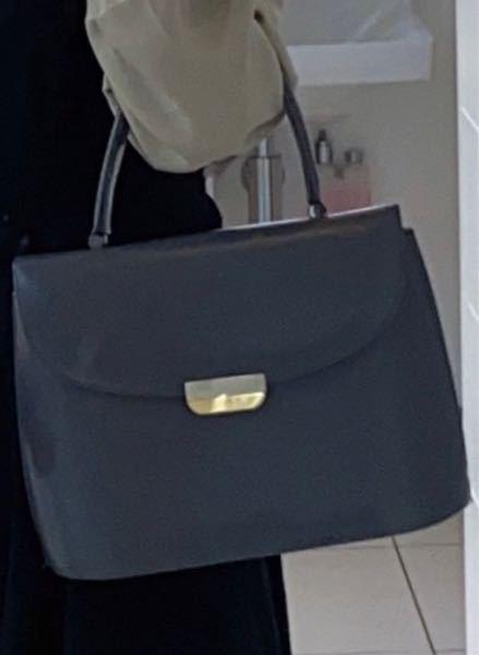 この鞄に似た鞄知ってらっしゃる方居ましたら教えていただきたいです