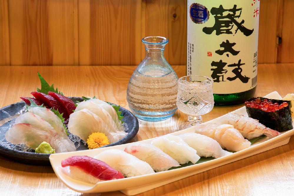 おはようございます お寿司とお刺身に日本酒 これは最高ですか??