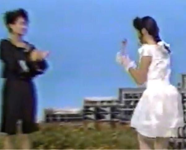 【昭和の時代】ある歌謡番組から この画像の、2人の歌手の名前を、お答えください。 最初に正解した方を必ず後日BAにいたしますどすます。 画像が悪くて御免なさい。