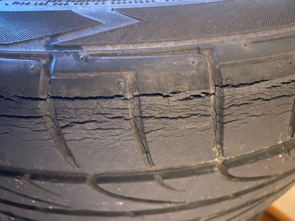 このようなヒビ割れしてるタイヤは使わない方がいいですか?