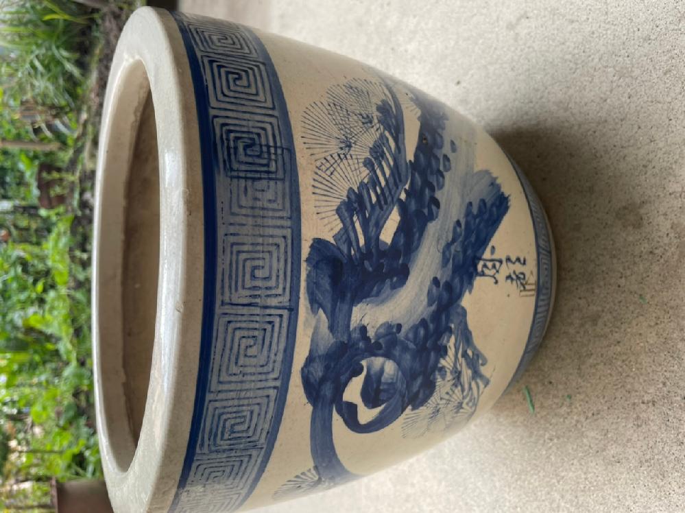 60年前の火鉢で「月都」と書いてあります。 使用感ありますが、骨董品になりますか?