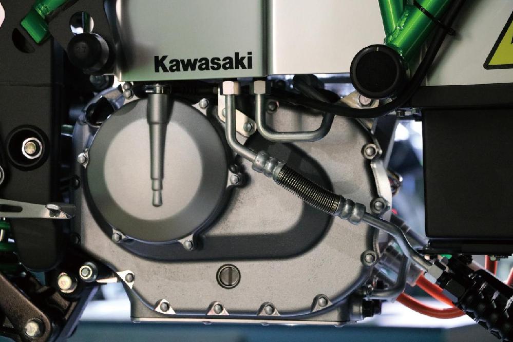 kawasaki evbike は、 冷却水とか、エンジンオイルとか必要なんでしょうか??