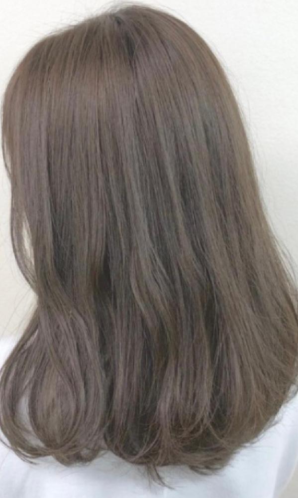 初めて髪を染めるのですが、ブリーチなしでこの髪色は難しいでしょうか。地毛は茶色寄りの黒です。