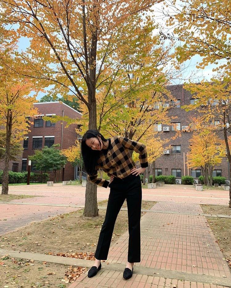 韓国の女優のパク・ユナさんが来ているこのカーディガンってどこのか分かる方がいらっしゃりましたら教えて頂きたいです。