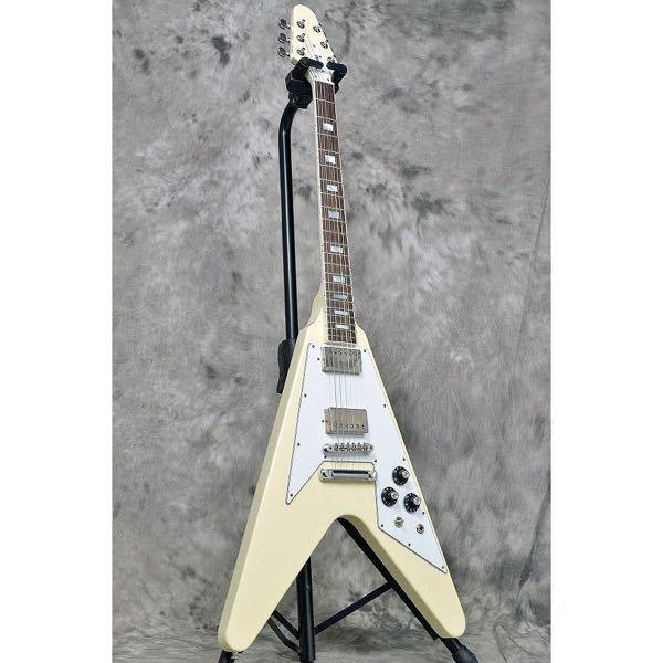ヴィンテージギターと云われる某G社の古いギターに興味がありショップに行きましたが大体がネックにやや捻れがあるのか弾きづらくしかも高価でした。 更に捻れがひどくなるかもしれないので買うのを断念しましたが何故、機能的に弾きづらくコンディションも悪い中古品が100万以上もするのでしょうか? 音はさすがに悪くは無いと思いましたが別段、最新のギターより素晴らしいとも思えません。 ヴィンテージは最新のG社の製品より絶対いいと客観的に見て納得できる回答が在ればお願いします。 希少価値とかアーティストが使ってるからとかの理由は不要です。