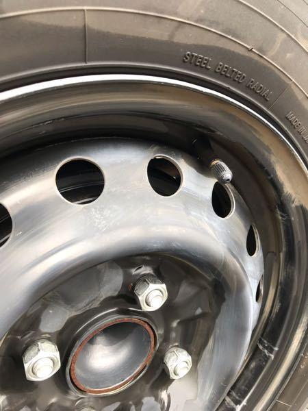タイヤホイールの空気の栓が剥き出しになっていたら危ないですか? NV200です。