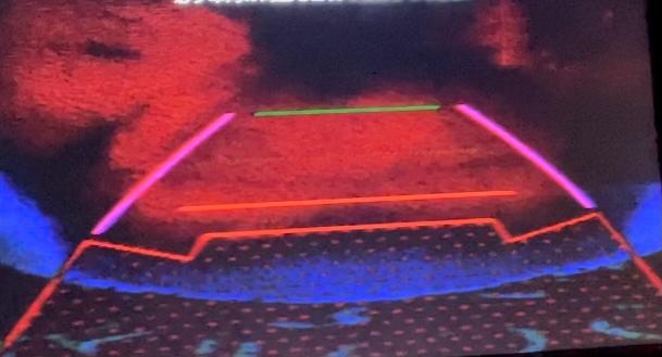 車のバックモニターが変な色です。 故障ですか? 何が原因でしょうか。。