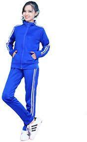 修学旅行で学校指定のこのようなジャージに防寒着としてトレーナーを着なければいけません!なにか合う色とかありますかね?
