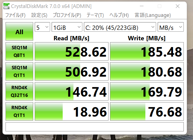 Windows11の導入に伴い、購入して4年間ほど放置していたSanDisk 240.0 GBのSSDです。 速度としてはどうなのでしょう、Readと比較したらWriteのほうが遅いのですけどこれが一般的なのですか? Win10からのアップグレードでななくてWin11はクリーンインストールで、当然ながらSATA接続です