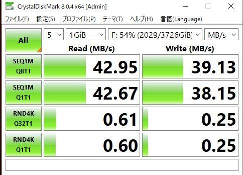 外付けHDD4Tを接続しております。 主に動画類ですが、 遅いような気がしているのですがなにか アドバイス頂けたら嬉しいです。 PC core i7 2700k メモリ 32M ビデオカード Gforece 1060 6G 外付けHDD容量 4T お立ち台USB3ポート ケーブルUSB3用 PC側もUSB3ポート接続です。 測定値ですが、画像の通りです。