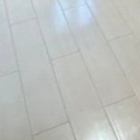 この色の床に合う家具の色を教えてください!