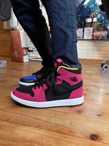 この靴、高校に履いていっていいと思いますか? 友達はいいんじゃねとか言ってました。皆さんからするとどう思いますか?