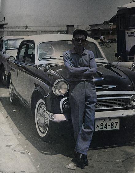 昭和30年代後半の写真だと思われるのですが、この車の車種がお分かりの方は居らっしゃいますでしょうか?