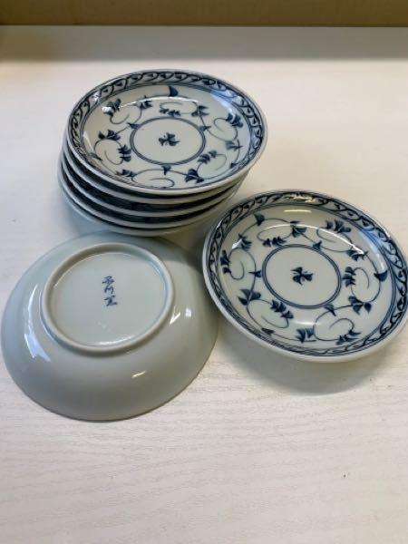 こちらの有田焼の唐草小皿なのですが 少川窯のように見えるのですが窯元がわかりません、 どうか詳しい方教えて頂けませんか?