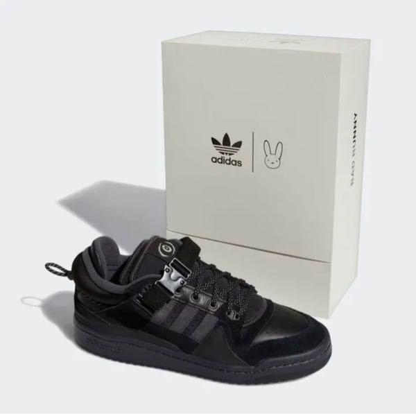 adidas×bad bunny forum85 low のスニーカーを履いている方にお聞きします。 こちらのスニーカーのサイズ感を教えていただきたいです。 (普段のサイズで ジャスト・大きめ・...