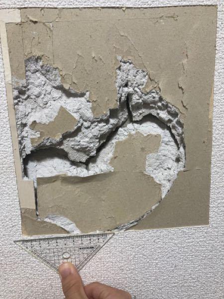 恥ずかしながら怒りに任せて 壁を殴ってしまいました。 以前凹んでたとこを2回目殴ってしまったので 大きく広がっちゃいました。 色々補修方法調べたんですけど、 ちょっとよく分かりません。 この場合は中のコンクリートをとってから パテ埋めをした方がいいですか? それとも現状のコンクリートの上から パテ埋めしていったほうがいいですか?