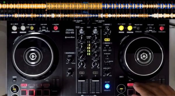DJのプレイ添付画像のようにを上から取りたいのですが、スマホを設置する機材はどういうのがありますか?