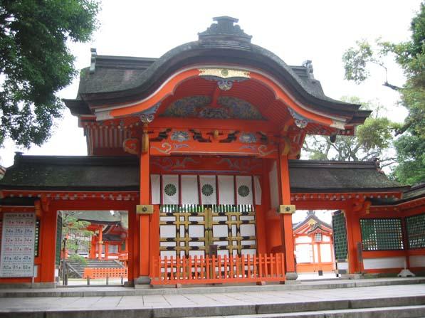 """日本にとって、何故、宇佐八幡宮が重要なのかと言うと、英語で書けば、""""USA"""" に成るからですよね? """"USA"""" つまり、アメリカ合衆国です。日本にとって、アメリカ合衆国は重要な同盟国ですから宇佐八幡宮は重要なのですよね? __________ 宇佐神宮(うさじんぐう)は、大分県宇佐市にある神社。 全国に約44,000社ある八幡宮の総本社である。石清水八幡宮・筥崎宮(または鶴岡八幡宮)とともに日本三大八幡宮の一つ。 748年(天平勝宝元年)、755(同7)~773年(宝亀4)の18年間は宇佐氏が八幡宮に関係したとされ、神護景雲3年(769年)の宇佐八幡宮神託事件(道鏡事件)では皇位の継承まで関与するなど、伊勢神宮を凌ぐ程の皇室の宗廟として崇拝の対象となり繁栄し、信仰を集めた。"""