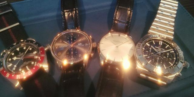 予算200万~400万で5本目の時計を探しています。 只今のコレクションは写真の通りです。 シンプルな3針か2針で36mm~38mmくらいのサイズでクラシカルな時計が欲しいと考えています。 今のところの個人的な候補は ブレゲ クラシック 2針 ランゲ アウトサイドデイズ モリッツ・グロスマン ベヌー37 となっています。 その他、皆さんのおすすめなどはございませんでしょうか? また、先程は写真を記載するのを忘れていました、申し訳ありません・・・