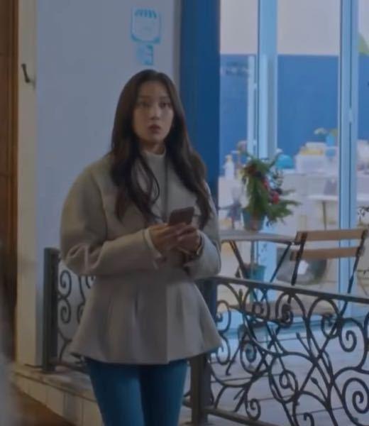 女神降臨 韓国ドラマ 女神降臨でイムジュギョンが来てた服なんですけど【⠀下の写真⠀】このような服って身長が低い人が着るのはやっぱり似合わないでしょうか... ちなみにドラマでは下はジーパン 、普...