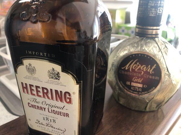 お酒の古いものって、飲めますか? 新品から開栓して、10年程度経ちますが、蓋はちゃんと閉めて、暗い場所に保管されてます 匂いを確認しても、問題なさそうです 洋酒とかリキュールとかのお酒って、何年くらい飲めますか? もちろん保存状態も大事なんでしょうけど、、、、
