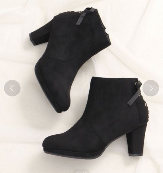 このブーツに白のブラウス、黒のスカートは合いますか?