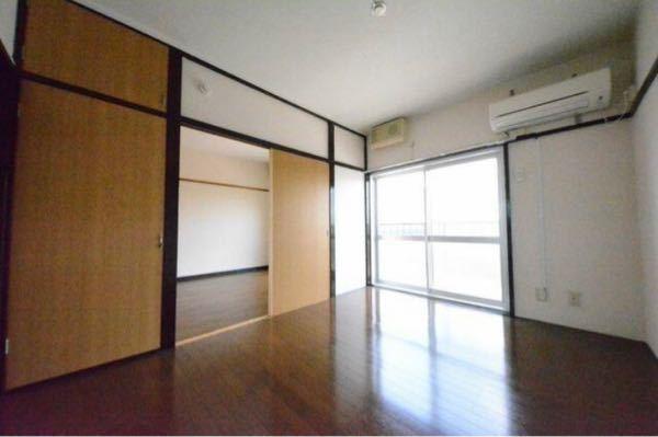 この部屋は鉄筋コンクリート(築70年代)だそうですが、壁が頑丈で防音に優れたタイプですか?